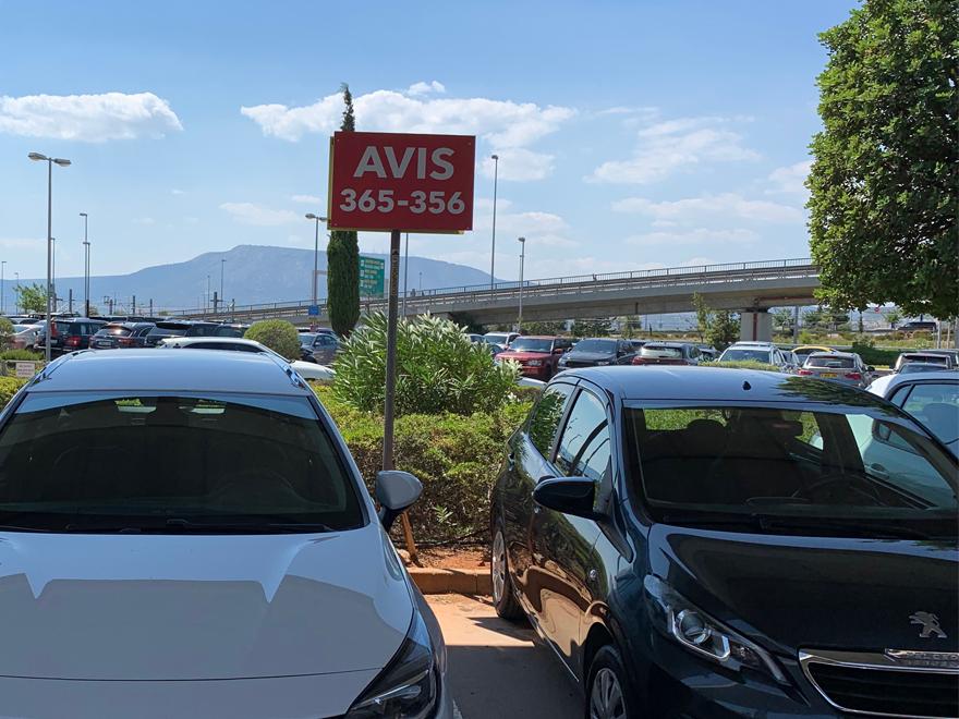 Bis zu 10.000 Miles & More Meilen mit einer Mietwagen Anmietung bei Avis
